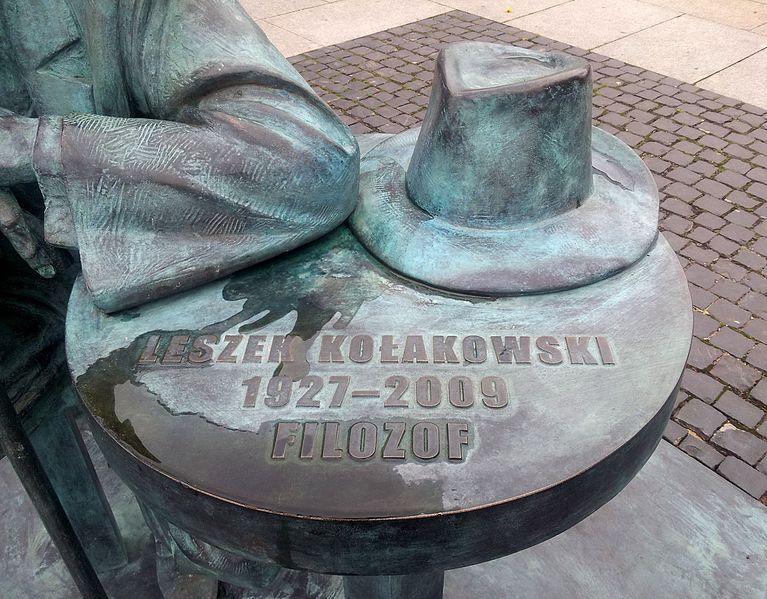 leszek_kolakowski_monument_in_radom_poland2